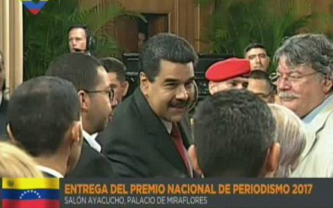 Presidente Maduro encabeza acto de entrega del Premio Nacional de Periodismo 2017